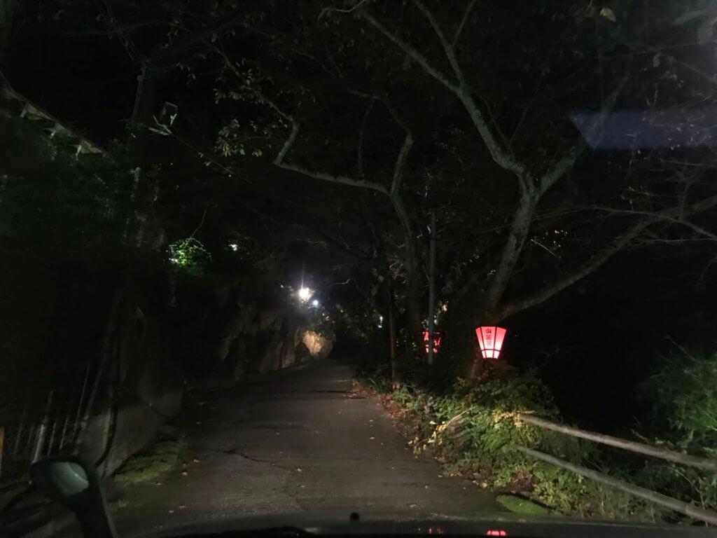 山麓苑 入口坂道